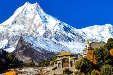 Manaslu Trek via Tsum Valley